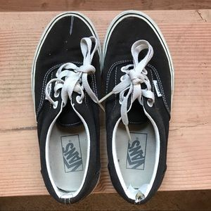 Black low top vans size women's 6